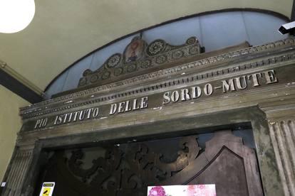 Bologna, viaggio nel Pio Istituto delle sordomute in via della Braina