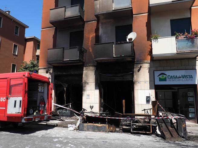 Incendio Bologna,  esplosa la batteria di un monopattino elettrico: un negozio e due abitazioni in fiamme